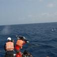 070219舳先の私達とクジラさん